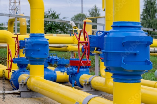 Obraz Gas pipeline and auxiliary equipment at the gas pumping station. - fototapety do salonu