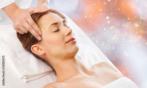 Spoed Foto op Canvas Ontspanning Beautiful young woman relaxing with massage at beauty spa