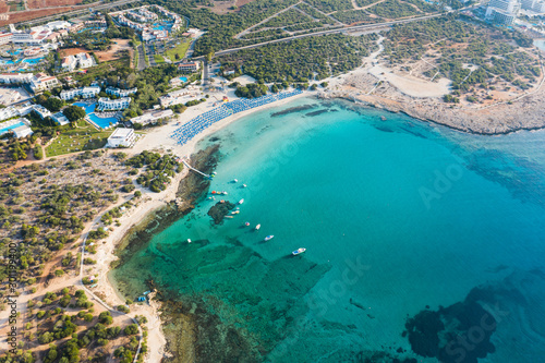 Poster Kaki Aerial view of the Landa beach in Cyprus