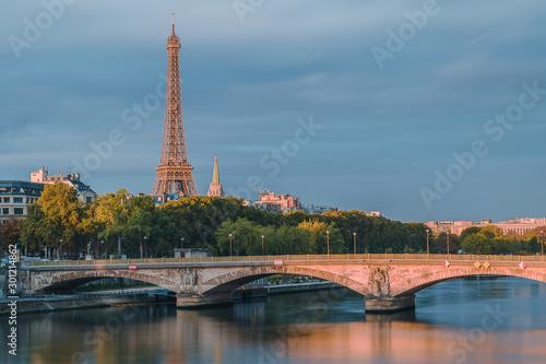 Fototapety, obrazy: Petit matin sur la tour Eiffel