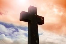 Cruz Con Cielo Dramático