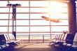 Leinwanddruck Bild - 夕焼けの飛行場ロビーのソファ Dramatic sunlight Bench at lobby in the airport