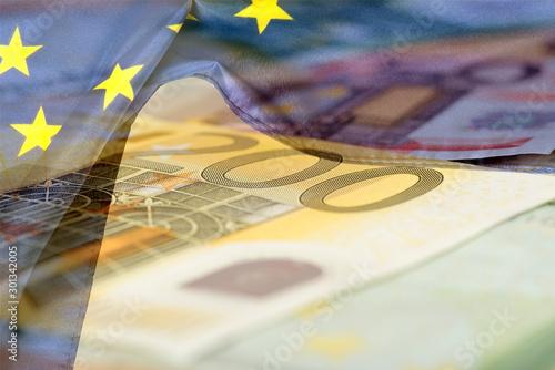 Photo Flagge der Europäischen Union EU und Euro Geldscheine