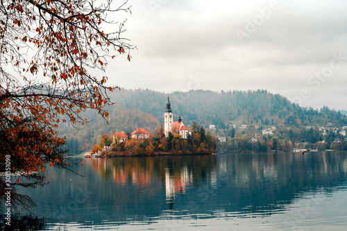 Foto auf Leinwand Weiß Autumn landscape with lake Bled and church in Slovenia