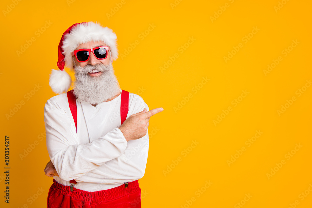 Fototapety, obrazy: 2020 christmas resolution discounts. Funny funky grey hair santa claus in red hat point index finger indicate x-mas time sales isolated over yellow color background