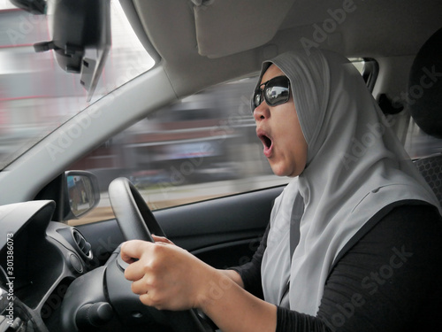 Fotomural  Temperamental Driver Concept, Angry Woman in Traffic Jam