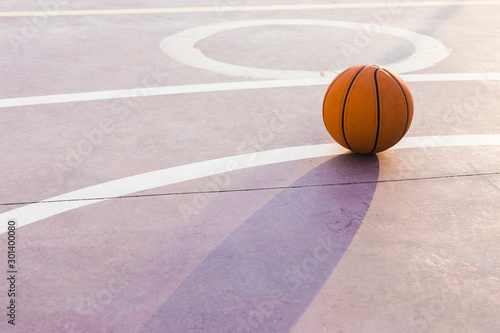 Photo  basketball on the court
