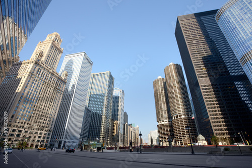 Skyline from Wacker Drive at downtown Chicago, Illinois, USA Tableau sur Toile