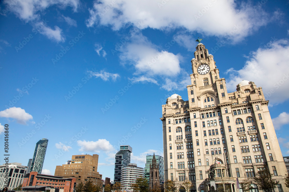 Fototapety, obrazy: View of the iconic Royal Liver Building in Liverpool, UK