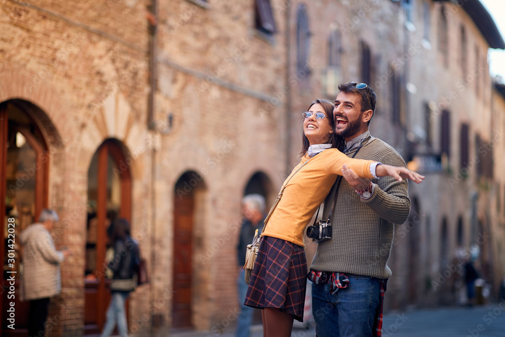 Fototapety, obrazy: man and woman travelling and enjoying on vacation,