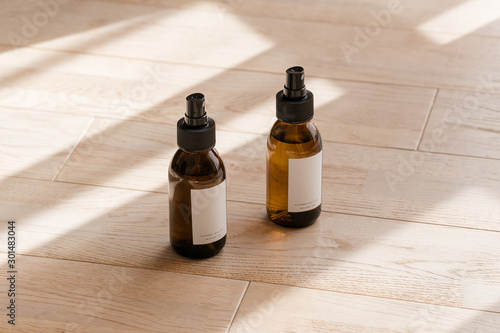 Photographie Cosmetic dark amber glass bottles on wooden table from above