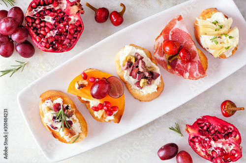Carta da parati Assortment of crostini appetizers with a variety of toppings