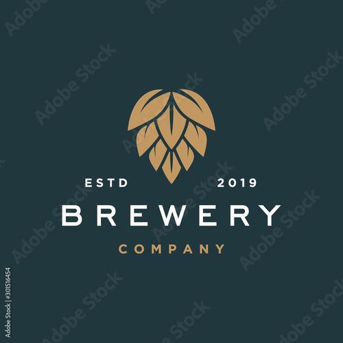 Fotografía  brewery logo vector hipster retro vintage label illustration