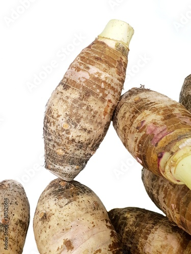 Photo Top view of sweet taro root  isolated on white background, healthy food concept