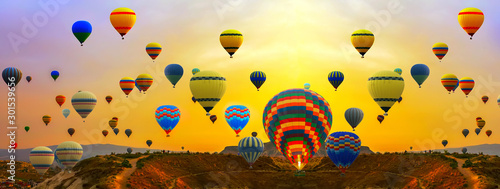 Foto auf Leinwand Ballon hot air balloons Summer Sunset Landscape ballooning