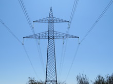 Spectacular Photograph Of An Electric Turret Carrying Energy