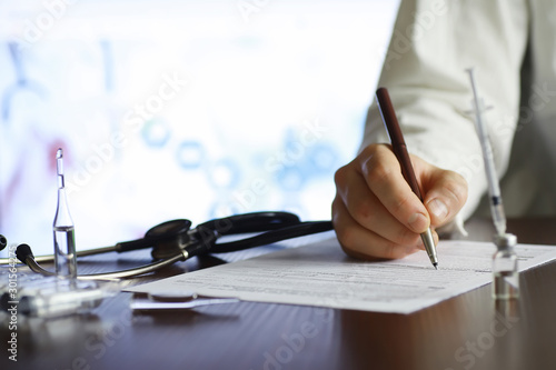 Fotomural  A man signs a medical document