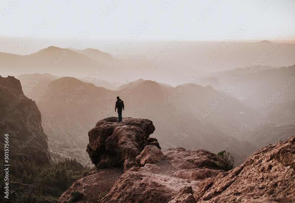 Fototapety, obrazy: person reflecting on top of the mountain
