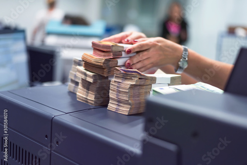 Fotomural  Bank employees sorting and counting money inside bank vault
