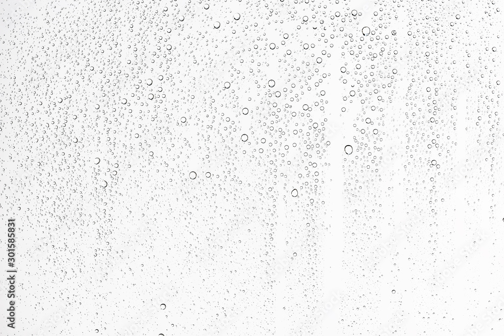 Fotografía white isolated background water drops on the glass / wet window glass with splas