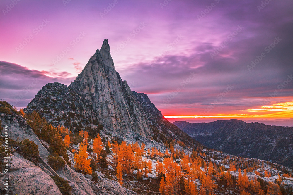 Fototapety, obrazy: Fall sunrise in the Cascade Mountains, Washington, USA.