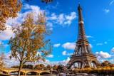 Fototapeta Fototapety z wieżą Eiffla - Tour Eiffel bord de seine un automne dans la Capitale de Paris
