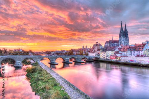 Cuadros en Lienzo  Regensburg Bridge over the Danube River