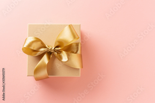 Obraz Gift box with golden ribbon on pink background - fototapety do salonu