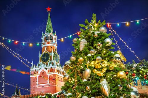 Fényképezés Новогодняя Спасская башня и ель New Year Spasskaya Tower