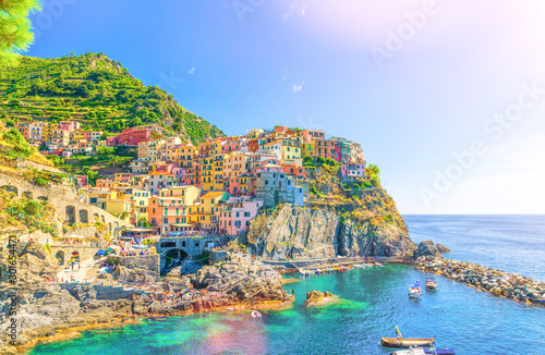 Photographie  Manarola traditional typical Italian village in National park Cinque Terre, colo