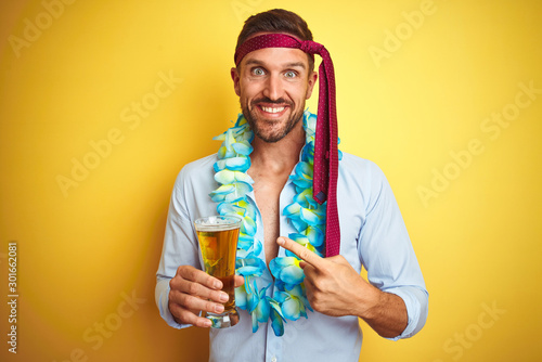Fotografering Hangover business man drunk and crazy for hangover wearing tie on head drinking