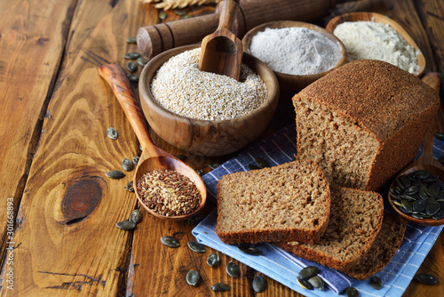 Whole grain diet bread with amaranth Tablou Canvas