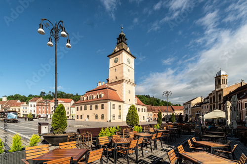 Fotografija  The famous Sfatului square in the heart of Brasov medieval old town in Romania o