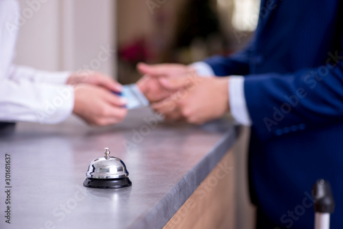 Photo Hotel reception bell at the counter