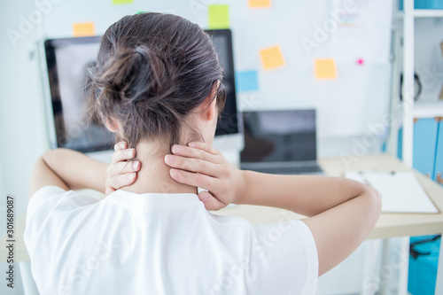 Cuadros en Lienzo LWTWL0013449 Business woman with neck ache