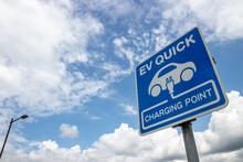 EV QUICK 電気自動車の充...