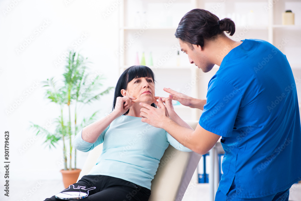 Fototapeta Old woman visiting male doctor for plastic surgery