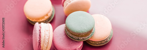 Fototapeta French macaroons on pastel pink background, parisian chic cafe dessert, sweet food and cake macaron for luxury confectionery brand, holiday backdrop design obraz