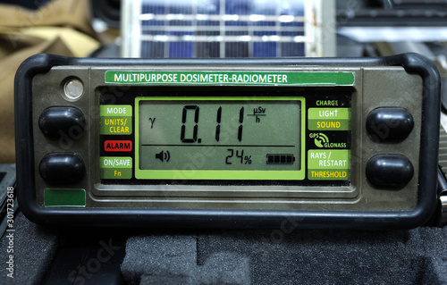 Multipurpose dosimeter-radiometer, for an army use Tablou Canvas