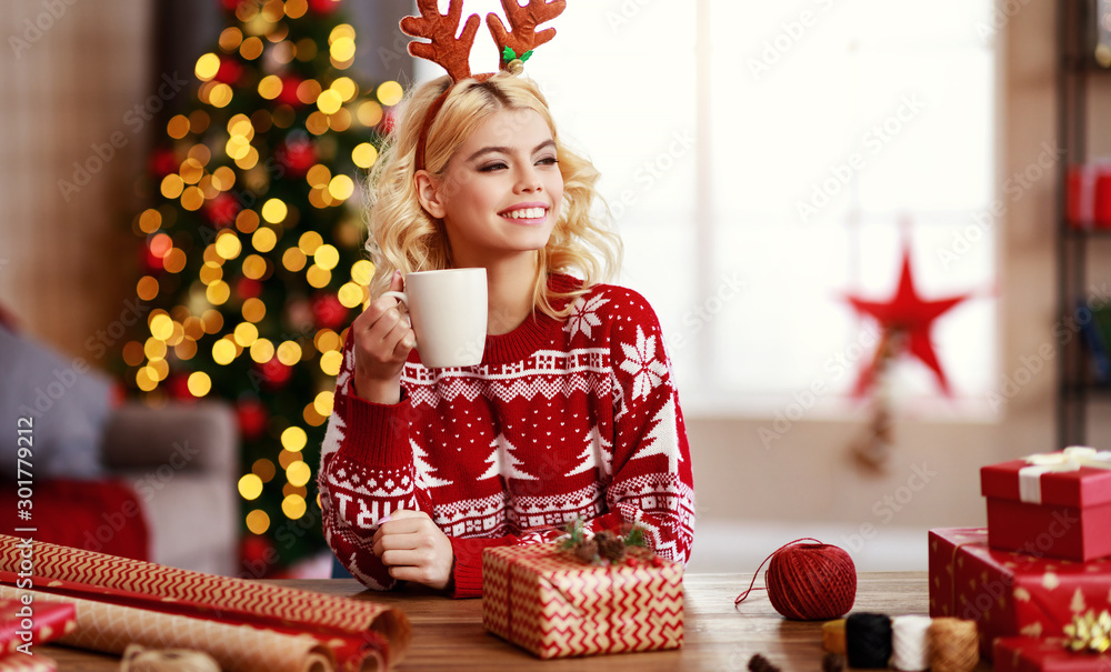Fototapety, obrazy: happy   girl gets ready for christmas and packs gifts.