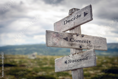 Fotografía  Decide, commit, succeed text on wooden sign post outdoors in landscape scenery