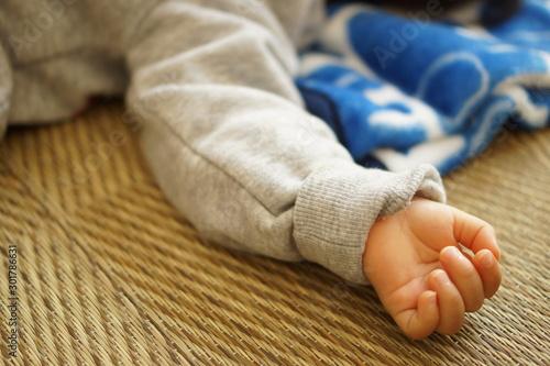 赤ちゃんの腕 Fototapeta