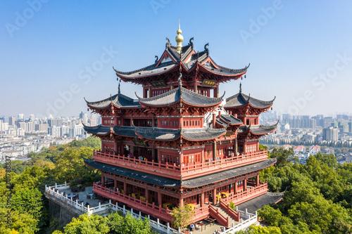 Spoed Fotobehang Bedehuis cheng huang temple in west lake