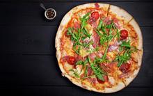 Italian Pizza. Prosciutto Di P...