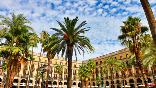 Foto op Canvas Barcelona Generic view of the old Plaça Reial town square or plaza showing the traditional architecture of the Spanish Barcelona