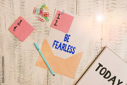 Word writing text Be Fearless Fototapet
