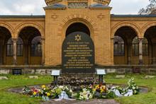 Jewish Cemetery Berlin Weißen...