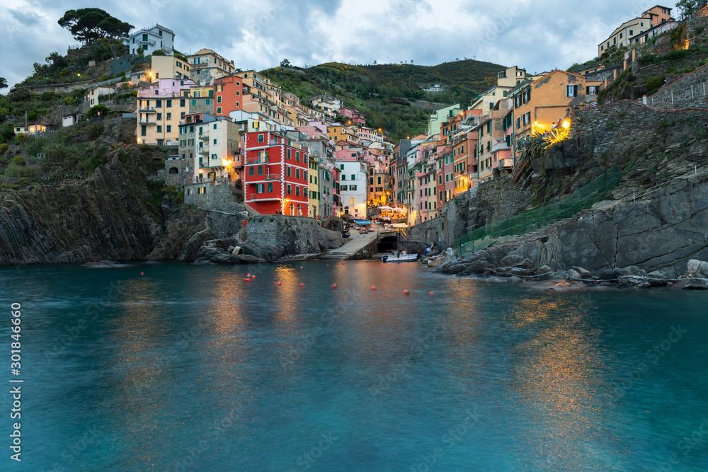Zachód słońca w Rio Maggiore, Cinque Terre, Liguria, La Spezia, Włochy