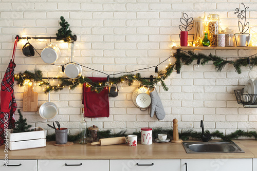 Fotomural  Interior white kitchen with lights and red christmas decorations