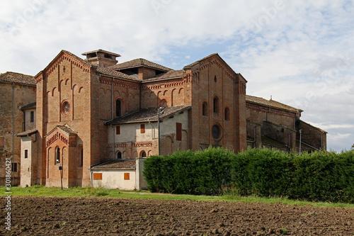 Photo la chiesa dell'abbazia cistercense di Fontevivo
